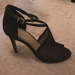 BCBG HEELS 7M/37 | BLACK WITH LACE